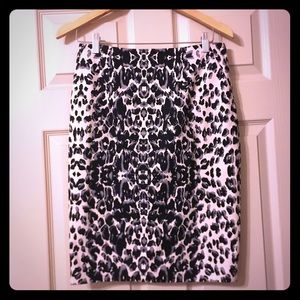 Gorgeous Mossimo size 8 lined animal print skirt